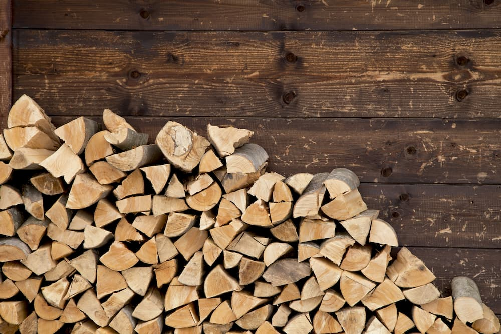 Brennholz aufgeschichtet © images-and-videos, stock.adobe.com