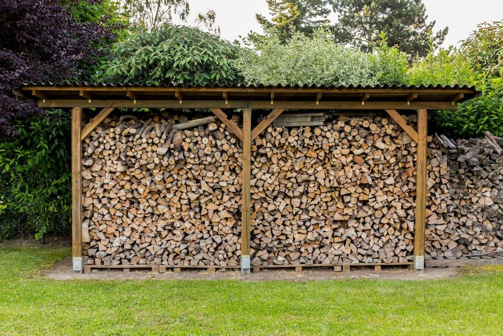 Brennholz Unterstand © tektur, stock.adobe.com