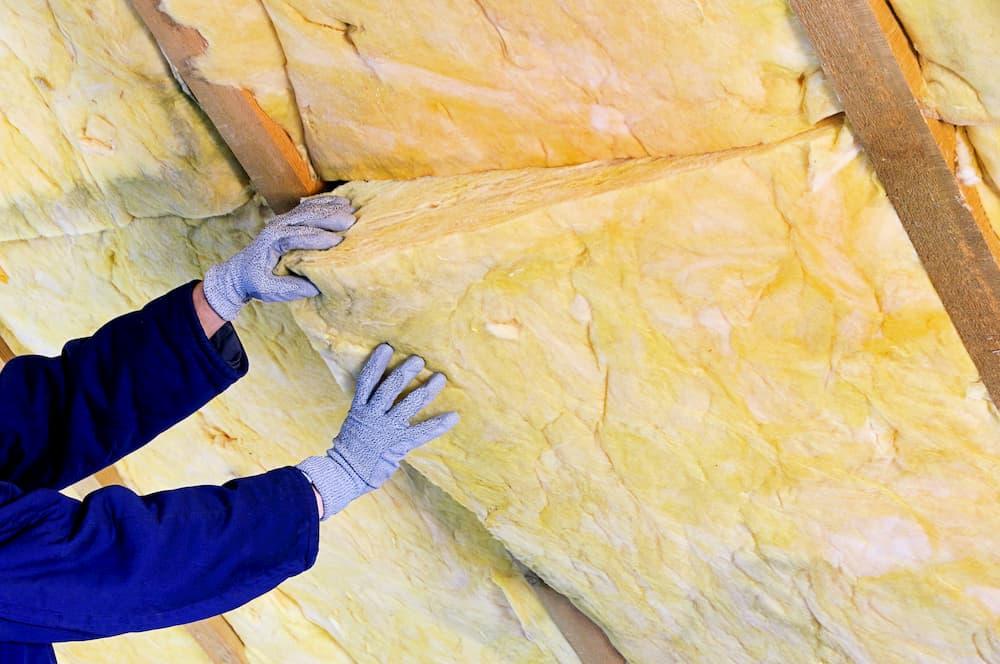 Dach Dämmen mit einer Zwischensparrendämmung © lianem, stock.adobe.com