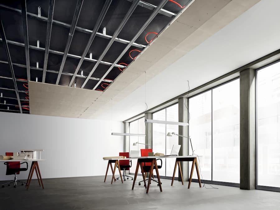 Deckenheizung mit Trockenbauelementen in einem Büro © Viega