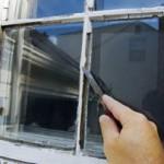 Ritzen stopfen an Fenster und Türen