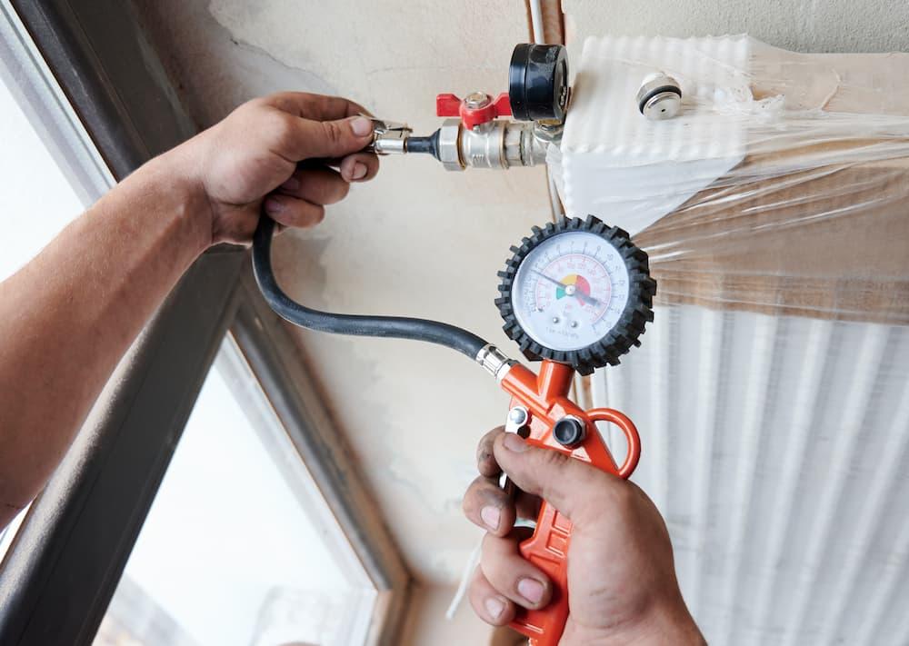 Heizung: Druckprüfung vor Inbetriebnahme © anatoliy_gleb, stock.adobe.com