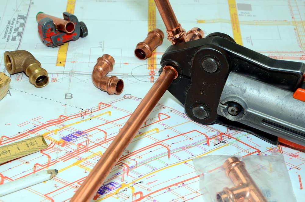 Planung: Heizungsrohre verlegen © bildergala, stock.adobe.com