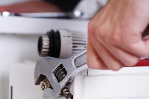 Heizungsventil reparieren © Wellnhofer Designs, fotolia.com