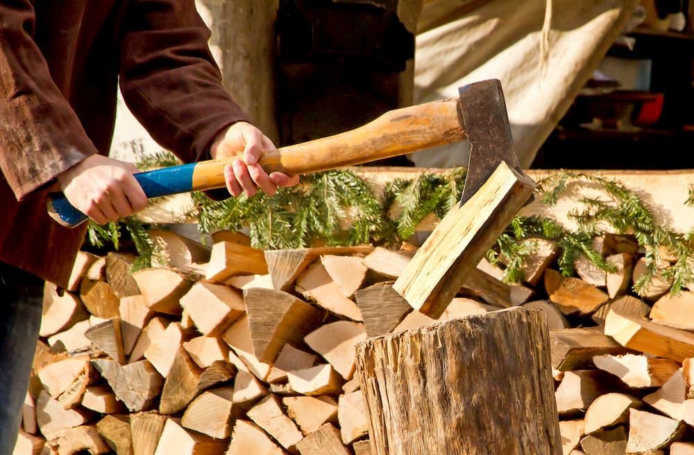 Holz hacken  © Jürgen Fälchle, stock.adobe.com