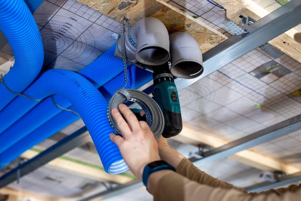 Das Luftkanalsystem wird montiert © Marlon Bönisch, stock.adobe.com