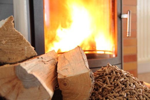 Pellet- oder Holz als Brennstoff © maho, fotolia.com