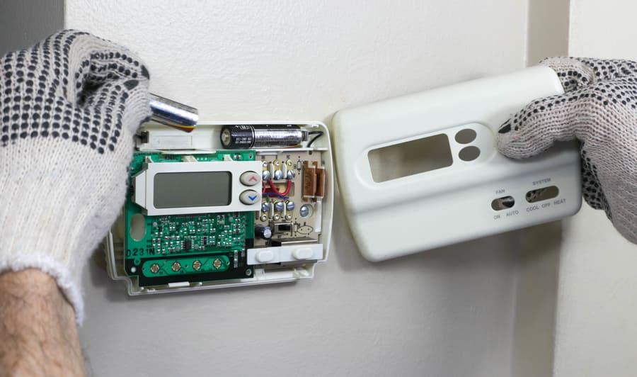 Raumtermostat Montage © Larry, stock.adobe.com