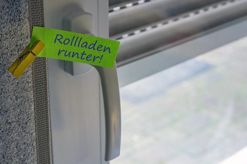 Rolladen runter © Ralf Geithe, stock.adobe.com
