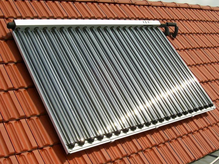 Solarthermie-Anlage auf einem Hausdach © Eberhard Rudert, stock.adobe.com