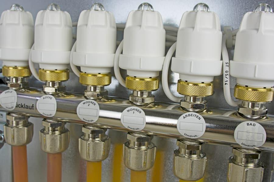 Stellantriebe Fußbodenheizung © bluedesign, stock.adobe.com