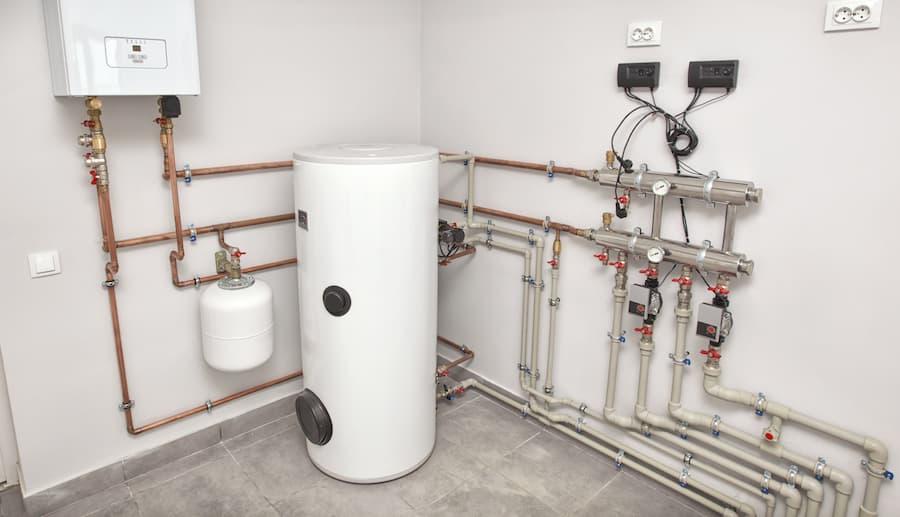 Zentrale Warmwasserbereitung © SkyLine, stock.adobe.com